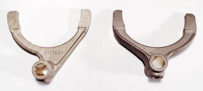 Pair of Ford 2000E gearbox 1st/2nd & 3rd/4th gear selector forks